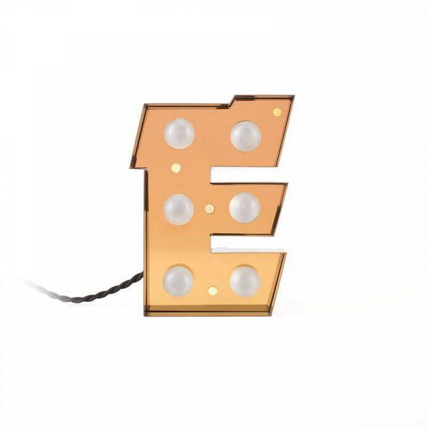 Настенный светильник Caractere EНастенные<br>Оригинальный и стильный настенный светильник Caractere E от итальянской компании Seletti – это настоящий вызов традиционному оформлению интерьеров. Буквы-светильники ярко выделяются на фоне общего интерьера и позволяют взглянуть на окружающую обстановку с новой, неожиданной точки зрения.<br><br><br> Данные изделия радуют своей надежностью – все буквы изготавливаются из прочного, износостойкого металла, что позволяет продлить срок их службы на многие десятки лет. Буквы обладают средними размерами...<br><br>stock: 0<br>Высота: 20<br>Материал арматуры: Металл<br>Мощность лампы: 2,4<br>Цвет арматуры: Золотой