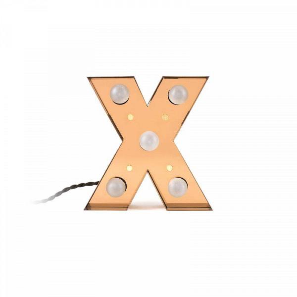 Настенный светильник Caractere XНастенные<br>Дизайнерский настенный светильник Caractere X из одноименной коллекции светильников Caractere – это уникальный стиль и новый формат в оформлении привычного интерьера. Хотите разнообразить свой дом интересными деталями и создать в нем потрясающую атмосферу? Комбинация из светильников-букв станет прекрасным решением.<br><br><br> Коллекция отличается не только уникальным дизайном, но и высоким качеством – изделия создаются из прочного, надежного металла, которому не страшны механическое воздействие...<br><br>stock: 0<br>Высота: 20<br>Материал арматуры: Металл<br>Мощность лампы: 2,4<br>Цвет арматуры: Золотой