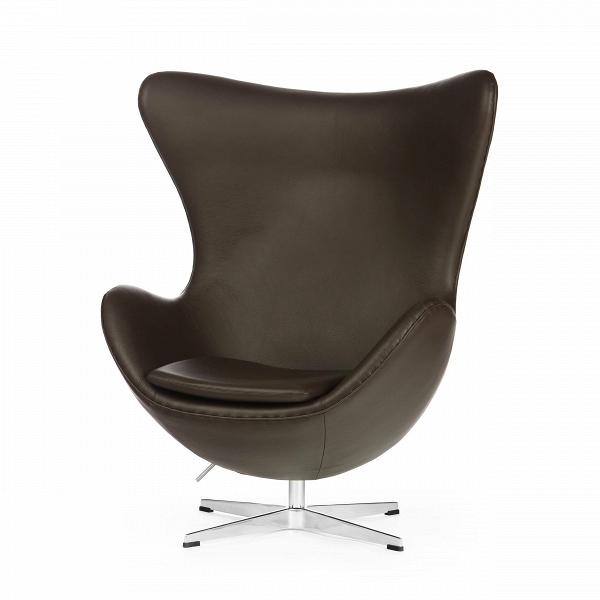 Кресло EggИнтерьерные<br>Дизайнерское комфортное кресло Egg (Эгг) в форме яйца на узкой ножке от Cosmo (Космо).<br><br><br> Кресло, своими очертаниями напоминающее яйцо, — одно из самых известных творений датского дизайнера Арне Якобсена. Вряд ли оно когда-нибудь выйдет из моды — уж слишком велик диапазон его интерьерных возможностей. Кроме того, обыгрывать данную форму помогают различные фактуры и цвета обивок.<br><br><br> Особенно приятно и солидно смотрится оригинальное кресло Egg в обивке из натуральной кожи, представлен...<br><br>stock: 0<br>Высота: 105,5<br>Высота сиденья: 41<br>Ширина: 87<br>Глубина: 82<br>Цвет ножек: Хром<br>Коллекция ткани: Deluxe<br>Тип материала обивки: Кожа<br>Тип материала ножек: Алюминий<br>Цвет обивки: Шоколадно-коричневый<br>Дизайнер: Arne Jacobsen
