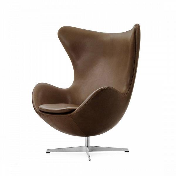 Кресло EggИнтерьерные<br>Дизайнерское комфортное кресло Egg (Эгг) в форме яйца на узкой ножке от Cosmo (Космо).<br><br><br> Кресло, своими очертаниями напоминающее яйцо, — одно из самых известных творений датского дизайнера Арне Якобсена. Вряд ли оно когда-нибудь выйдет из моды — уж слишком велик диапазон его интерьерных возможностей. Кроме того, обыгрывать данную форму помогают различные фактуры и цвета обивок.<br><br><br> Особенно приятно и солидно смотрится оригинальное кресло Egg в обивке из натуральной кожи, представлен...<br><br>stock: 0<br>Высота: 105,5<br>Высота сиденья: 41<br>Ширина: 87<br>Глубина: 82<br>Цвет ножек: Хром<br>Коллекция ткани: Standart Leather<br>Тип материала обивки: Кожа<br>Тип материала ножек: Алюминий<br>Цвет обивки: Шоколадно-коричневый<br>Дизайнер: Arne Jacobsen