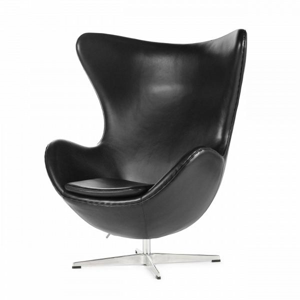 Кресло EggИнтерьерные<br>Дизайнерское комфортное кресло Egg (Эгг) в форме яйца на узкой ножке от Cosmo (Космо).<br><br><br> Кресло, своими очертаниями напоминающее яйцо, — одно из самых известных творений датского дизайнера Арне Якобсена. Вряд ли оно когда-нибудь выйдет из моды — уж слишком велик диапазон его интерьерных возможностей. Кроме того, обыгрывать данную форму помогают различные фактуры и цвета обивок.<br><br><br> Особенно приятно и солидно смотрится оригинальное кресло Egg в обивке из натуральной кожи, представлен...<br><br>stock: 4<br>Высота: 105,5<br>Высота сиденья: 41<br>Ширина: 87<br>Глубина: 82<br>Цвет ножек: Хром<br>Материал обивки: Кожа<br>Коллекция ткани: Harry Leather<br>Тип материала ножек: Алюминий<br>Цвет обивки: Черный<br>Дизайнер: Arne Jacobsen