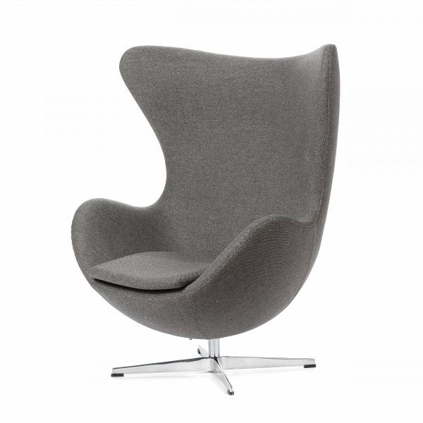 Кресло EggИнтерьерные<br>Дизайнерское комфортное кресло Egg (Эгг) в форме яйца на узкой ножке от Cosmo (Космо).<br><br><br> Кресло, своими очертаниями напоминающее яйцо, — одно из самых известных творений датского дизайнера Арне Якобсена. Вряд ли оно когда-нибудь выйдет из моды — уж слишком велик диапазон его интерьерных возможностей. Кроме того, обыгрывать данную форму помогают различные фактуры и цвета обивок.<br><br><br> Особенно приятно и солидно смотрится оригинальное кресло Egg в обивке из натуральной кожи, представлен...<br><br>stock: 0<br>Высота: 105,5<br>Высота сиденья: 41<br>Ширина: 87<br>Глубина: 82<br>Цвет ножек: Хром<br>Материал обивки: Шерсть, Нейлон<br>Коллекция ткани: B Fabric<br>Тип материала обивки: Ткань<br>Тип материала ножек: Алюминий<br>Цвет обивки: Бежево-серый<br>Дизайнер: Arne Jacobsen
