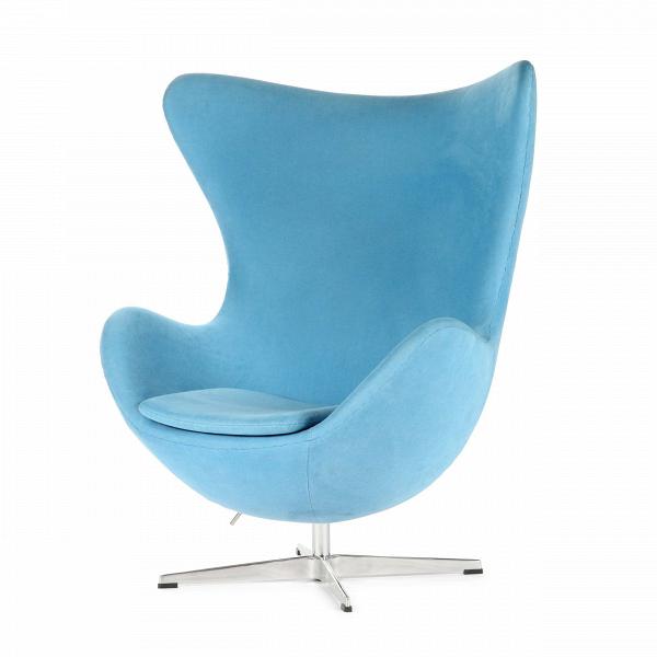Кресло EggИнтерьерные<br>Дизайнерское комфортное кресло Egg (Эгг) в форме яйца на узкой ножке от Cosmo (Космо).<br><br><br> Кресло, своими очертаниями напоминающее яйцо, — одно из самых известных творений датского дизайнера Арне Якобсена. Вряд ли оно когда-нибудь выйдет из моды — уж слишком велик диапазон его интерьерных возможностей. Кроме того, обыгрывать данную форму помогают различные фактуры и цвета обивок.<br><br><br> Особенно приятно и солидно смотрится оригинальное кресло Egg в обивке из натуральной кожи, представлен...<br><br>stock: 0<br>Высота: 105,5<br>Высота сиденья: 41<br>Ширина: 87<br>Глубина: 82<br>Цвет ножек: Хром<br>Материал обивки: Хлопок, Лен<br>Коллекция ткани: Ray Fabric<br>Тип материала обивки: Ткань<br>Тип материала ножек: Алюминий<br>Цвет обивки: Светло-голубой<br>Дизайнер: Arne Jacobsen