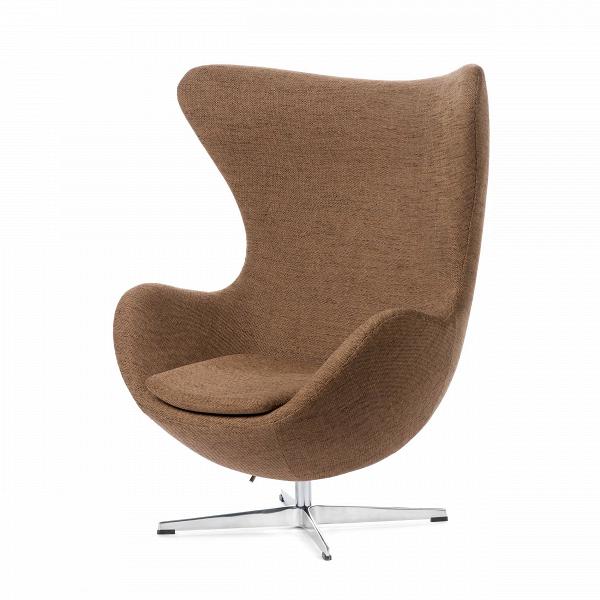 Кресло EggИнтерьерные<br>Дизайнерское комфортное кресло Egg (Эгг) в форме яйца на узкой ножке от Cosmo (Космо).<br><br><br> Кресло, своими очертаниями напоминающее яйцо, — одно из самых известных творений датского дизайнера Арне Якобсена. Вряд ли оно когда-нибудь выйдет из моды — уж слишком велик диапазон его интерьерных возможностей. Кроме того, обыгрывать данную форму помогают различные фактуры и цвета обивок.<br><br><br> Особенно приятно и солидно смотрится оригинальное кресло Egg в обивке из натуральной кожи, представлен...<br><br>stock: 0<br>Высота: 105,5<br>Высота сиденья: 41<br>Ширина: 87<br>Глубина: 82<br>Цвет ножек: Хром<br>Материал обивки: Полиэстер<br>Коллекция ткани: D Fabric<br>Тип материала обивки: Ткань<br>Тип материала ножек: Алюминий<br>Цвет обивки: Коричневый<br>Дизайнер: Arne Jacobsen