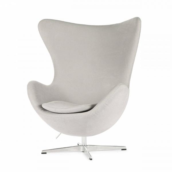 Кресло EggИнтерьерные<br>Дизайнерское комфортное кресло Egg (Эгг) в форме яйца на узкой ножке от Cosmo (Космо).<br><br><br> Кресло, своими очертаниями напоминающее яйцо, — одно из самых известных творений датского дизайнера Арне Якобсена. Вряд ли оно когда-нибудь выйдет из моды — уж слишком велик диапазон его интерьерных возможностей. Кроме того, обыгрывать данную форму помогают различные фактуры и цвета обивок.<br><br><br> Особенно приятно и солидно смотрится оригинальное кресло Egg в обивке из натуральной кожи, представлен...<br><br>stock: 2<br>Высота: 105,5<br>Высота сиденья: 41<br>Ширина: 87<br>Глубина: 82<br>Цвет ножек: Хром<br>Материал обивки: Хлопок, Лен<br>Коллекция ткани: Ray Fabric<br>Тип материала обивки: Ткань<br>Тип материала ножек: Алюминий<br>Цвет обивки: Светло-серый<br>Дизайнер: Arne Jacobsen