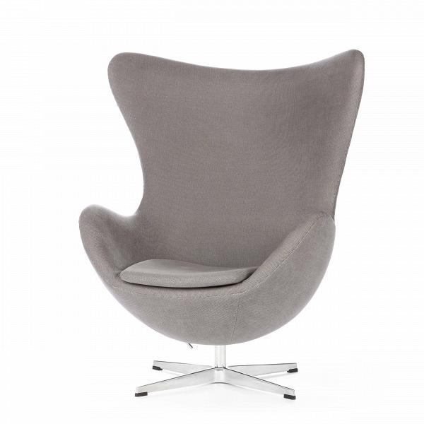Кресло EggИнтерьерные<br>Дизайнерское комфортное кресло Egg (Эгг) в форме яйца на узкой ножке от Cosmo (Космо).<br><br><br> Кресло, своими очертаниями напоминающее яйцо, — одно из самых известных творений датского дизайнера Арне Якобсена. Вряд ли оно когда-нибудь выйдет из моды — уж слишком велик диапазон его интерьерных возможностей. Кроме того, обыгрывать данную форму помогают различные фактуры и цвета обивок.<br><br><br> Особенно приятно и солидно смотрится оригинальное кресло Egg в обивке из натуральной кожи, представлен...<br><br>stock: 0<br>Высота: 105,5<br>Высота сиденья: 41<br>Ширина: 87<br>Глубина: 82<br>Цвет ножек: Хром<br>Материал обивки: Хлопок<br>Коллекция ткани: Charles Fabric<br>Тип материала обивки: Ткань<br>Тип материала ножек: Алюминий<br>Цвет обивки: Серый<br>Дизайнер: Arne Jacobsen