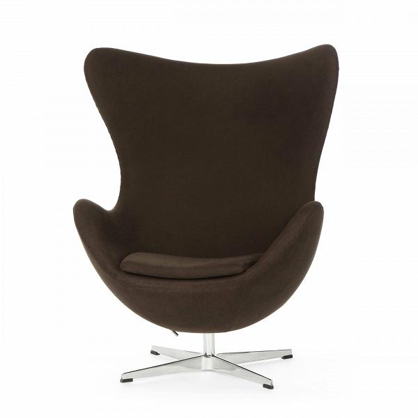 Кресло EggИнтерьерные<br>Дизайнерское комфортное кресло Egg (Эгг) в форме яйца на узкой ножке от Cosmo (Космо).<br><br><br> Кресло, своими очертаниями напоминающее яйцо, — одно из самых известных творений датского дизайнера Арне Якобсена. Вряд ли оно когда-нибудь выйдет из моды — уж слишком велик диапазон его интерьерных возможностей. Кроме того, обыгрывать данную форму помогают различные фактуры и цвета обивок.<br><br><br> Особенно приятно и солидно смотрится оригинальное кресло Egg в обивке из натуральной кожи, представлен...<br><br>stock: 3<br>Высота: 105,5<br>Высота сиденья: 41<br>Ширина: 87<br>Глубина: 82<br>Цвет ножек: Хром<br>Материал обивки: Хлопок<br>Коллекция ткани: Charles Fabric<br>Тип материала обивки: Ткань<br>Тип материала ножек: Алюминий<br>Цвет обивки: Тёмно-коричневый<br>Дизайнер: Arne Jacobsen