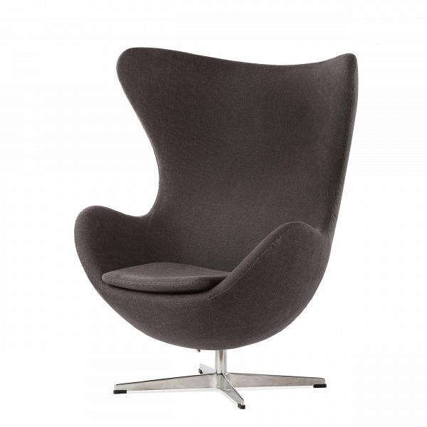 Кресло EggИнтерьерные<br>Дизайнерское комфортное кресло Egg (Эгг) в форме яйца на узкой ножке от Cosmo (Космо).<br><br><br> Кресло, своими очертаниями напоминающее яйцо, — одно из самых известных творений датского дизайнера Арне Якобсена. Вряд ли оно когда-нибудь выйдет из моды — уж слишком велик диапазон его интерьерных возможностей. Кроме того, обыгрывать данную форму помогают различные фактуры и цвета обивок.<br><br><br> Особенно приятно и солидно смотрится оригинальное кресло Egg в обивке из натуральной кожи, представлен...<br><br>stock: 4<br>Высота: 105,5<br>Высота сиденья: 41<br>Ширина: 87<br>Глубина: 82<br>Цвет ножек: Хром<br>Материал обивки: Хлопок<br>Коллекция ткани: Charles Fabric<br>Тип материала обивки: Ткань<br>Тип материала ножек: Алюминий<br>Цвет обивки: Темно-серый<br>Дизайнер: Arne Jacobsen