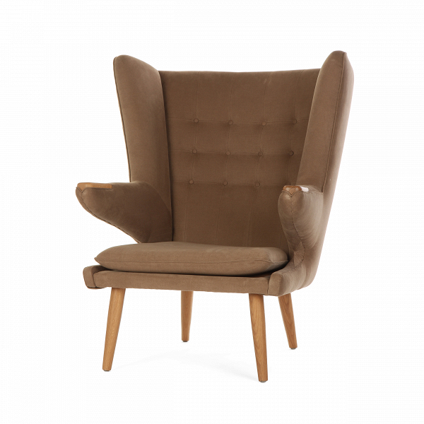Кресло Papa BearИнтерьерные<br>Дизайнерское кресло Papa Bear (Папа Биар) с широкой спинкой на деревянных ножках от Cosmo (Космо).<br><br><br> Один из главных героев архитектурных журналов и дайджестовВ— культовое кресло Papa Bear датчанина Ханса Вегнера — можно встретить вВлюбой точке земного шара, от манхэттенских лофтов и минималистичных студий в Осло до внушительных особняков с камином в загородной Англии. Ведь каждый хочет почувствовать себя в дружелюбных меховых объятиях любимого плюшевого мишки из детства.<br><br>...<br><br>stock: 2<br>Высота: 108,5<br>Высота сиденья: 42<br>Ширина: 85<br>Глубина: 90<br>Цвет ножек: Дуб<br>Материал ножек: Массив дуба<br>Материал обивки: Хлопок, Лен<br>Коллекция ткани: Ray Fabric<br>Тип материала обивки: Ткань<br>Тип материала ножек: Дерево<br>Цвет обивки: Светло-коричневый<br>Дизайнер: Hans Wegner