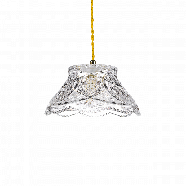 Подвесной светильник Crystal BowlПодвесные<br>«А что, позвольте поинтересоваться, ваза забыла у вас на потолке? И почему ко всему прочему она светит?»<br> <br> А потому, что дизайнерыВподвесного светильника Crystal BowlВ — большие виртуозы в своем деле. Материал, цвет, объемный узор — все это прямая отсылка к хрустальным вазам, которые по-прежнему хранятся у многих из нас. Но глядя на них никто не ожидал, что из них вышел бы отличный дизайнерский светильник! Свет, проходящий сквозь стенки изделия, изящно преломляется в гранях рисун...<br><br>stock: 10<br>Высота: 180<br>Диаметр: 22<br>Количество ламп: 1<br>Материал абажура: Стекло<br>Мощность лампы: 4<br>Ламп в комплекте: Нет<br>Напряжение: 220<br>Тип лампы/цоколь: LED<br>Цвет абажура: Прозрачный