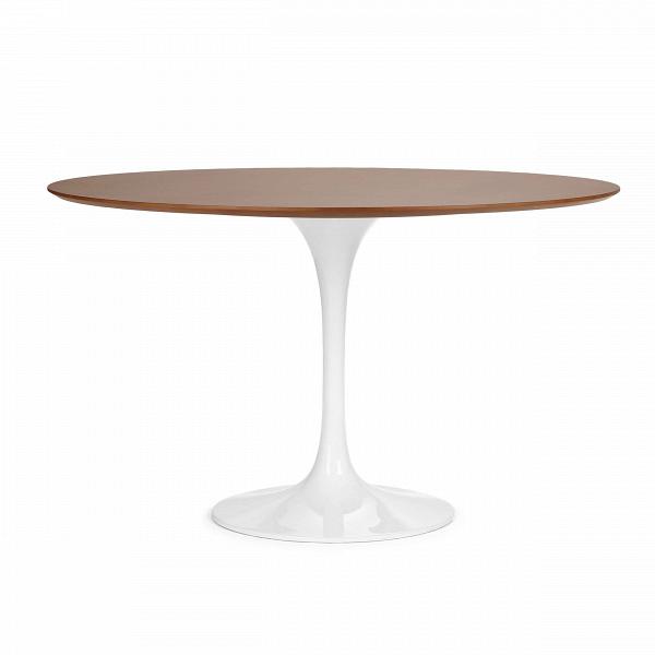 Обеденный стол Tulip с деревянной столешницей диаметр 122Обеденные<br>Ээро Сааринен — крупный представитель американских архитекторов и промышленных дизайнеров. В ходе собственных экспериментов Ээро сформировал собственный неофутуристический стиль. В его направлении преобладает простота иВширота структурных кривых. Настоящей находкой архитектора в создании мебели стала модель Tulip («тюльпан») — кресла и столы на одной опоре.<br><br><br> Обеденный стол Tulip с деревянной столешницей диаметр 122 олицетворяет современный стиль и комфорт. Продолжая дизайнерскую...<br><br>stock: 2<br>Высота: 72<br>Диаметр: 121,5<br>Цвет ножек: Белый глянец<br>Цвет столешницы: Коричневый<br>Материал столешницы: Фанера, шпон розового дерева<br>Тип материала столешницы: Фанера<br>Тип материала ножек: Алюминий<br>Дизайнер: Eero Saarinen