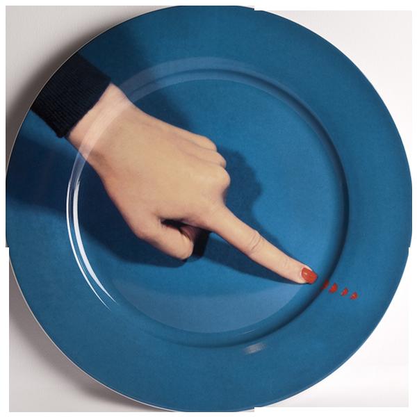 Тарелка FingerПосуда<br>Тарелка Finger из коллекции Toiletpaper от компании Seletti — это как раз то, что и следовало ожидать от этой дизайн-студии. Знаменитые на весь мир Seletti не раз прогремели своими коллекциями посуды и мебели провокационного содержания. Но за это их все и любят. <br> <br> Кухонная утварьВToiletpaper названа в честь одноименного журнала, основанного в 2010 году художником Маурицио Кателланом и фотографом Пьерпауло<br> Феррари. За время существования издания огромное количество изображений<br> из ...<br><br>stock: 0<br>Материал: Фарфор<br>Цвет: Разноцветный/Colorful<br>Диаметр: 27