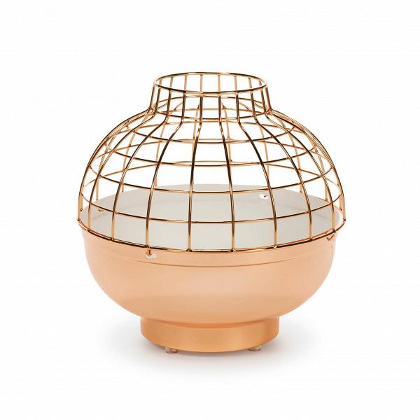 Дизайнерский розово-золотой настольный светильникНастольные<br>Дизайнерский дизайнерский розово-золотой настольный светильник Glare (Глейр) диаметр 30 от Cosmo (Космо).<br><br><br> Название светильника можно перевести как «ослепительный блеск» — металлический абажур и правда ослепляет своим сиянием. Оформление в цвете «розовое золото» еще больше усиливает этот эффект. Необычный декор в виде клетки и яркое цветовое оформление уравновешиваются симметрией формы и строгостью линий. Все вместе создает образ некоего технологичного солнца и напоминает яркие ретрос...<br><br>stock: 9<br>Высота: 30<br>Диаметр: 29<br>Материал абажура: Металл<br>Ламп в комплекте: Нет<br>Напряжение: 220<br>Тип лампы/цоколь: LED<br>Цвет абажура: Золото розовое