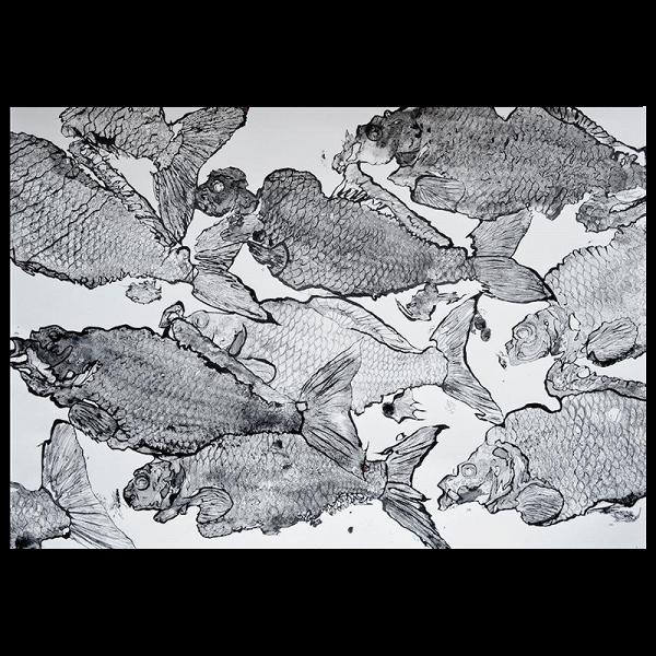 Картина Carpa_114Картины<br>Картина Carpa_114 — авторская художественная японская графика с применением китайской каллиграфической туши и элементами чешуи. Оформлена в натуральную деревянную раму ручной работы с паспарту под антибликовым стеклом, сзади стеновое крепление.<br><br>Размер 940x700 мм вместе с рамой.<br><br>stock: 0<br>Материал: Холст<br>Цвет: Черный+Белый<br>Состав основы: Дерево
