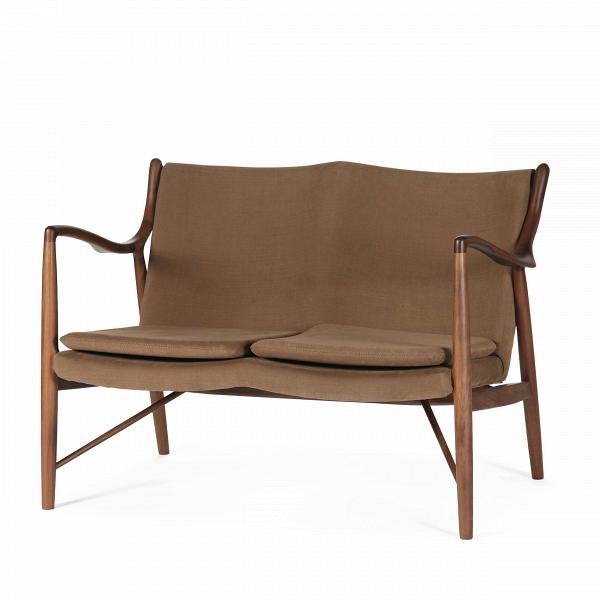 Диван NV45Двухместные<br>Дизайнерский небольшой двухместный легкий диван NV45 (НВ45) на длинных ножках от Cosmo (Космо)<br><br><br> Финн Юль был пионером датского дизайна. ВВ1945 году онВсоздал этот фантастический диван, ставший одной изВпервых работ, вВкоторых онВявно разрушал существовавшие традиции, освободив сиденье иВспинку отВнесущей рамы. ВВрезультате получился простой иВэлегантный диван, который охарактеризовал весь стиль Финна Юля иВсделал его всемирно известным...<br><br>stock: 1<br>Высота: 83<br>Высота сиденья: 42<br>Глубина: 76<br>Длина: 119<br>Материал каркаса: Массив ореха<br>Материал обивки: Хлопок, Лен<br>Тип материала каркаса: Дерево<br>Коллекция ткани: Ray Fabric<br>Тип материала обивки: Ткань<br>Цвет обивки: Светло-коричневый<br>Цвет каркаса: Орех<br>Дизайнер: Finn Juhl