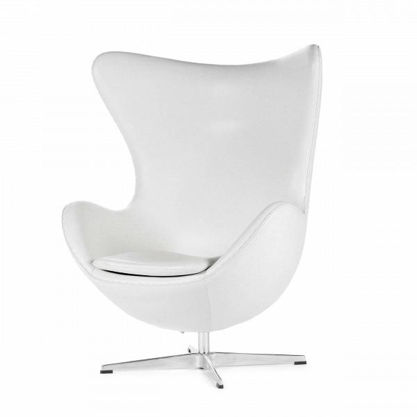 Кресло EggИнтерьерные<br>Дизайнерское комфортное кресло Egg (Эгг) в форме яйца на узкой ножке от Cosmo (Космо).<br><br><br> Кресло, своими очертаниями напоминающее яйцо, — одно из самых известных творений датского дизайнера Арне Якобсена. Вряд ли оно когда-нибудь выйдет из моды — уж слишком велик диапазон его интерьерных возможностей. Кроме того, обыгрывать данную форму помогают различные фактуры и цвета обивок.<br><br><br> Особенно приятно и солидно смотрится оригинальное кресло Egg в обивке из натуральной кожи, представлен...<br><br>stock: 2<br>Высота: 105,5<br>Высота сиденья: 41<br>Ширина: 87<br>Глубина: 82<br>Цвет ножек: Хром<br>Коллекция ткани: Harry Leather<br>Тип материала обивки: Кожа<br>Тип материала ножек: Алюминий<br>Цвет обивки: Белый<br>Дизайнер: Arne Jacobsen