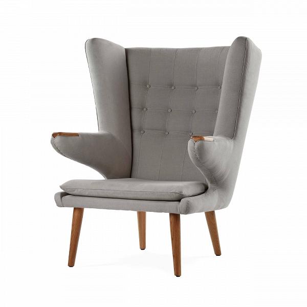 Кресло Papa BearИнтерьерные<br>Дизайнерское кресло Papa Bear (Папа Биар) с широкой спинкой на деревянных ножках от Cosmo (Космо).<br><br><br> Один из главных героев архитектурных журналов и дайджестовВ— культовое кресло Papa Bear датчанина Ханса Вегнера — можно встретить вВлюбой точке земного шара, от манхэттенских лофтов и минималистичных студий в Осло до внушительных особняков с камином в загородной Англии. Ведь каждый хочет почувствовать себя в дружелюбных меховых объятиях любимого плюшевого мишки из детства.<br><br>...<br><br>stock: 0<br>Высота: 108,5<br>Высота сиденья: 42<br>Ширина: 85<br>Глубина: 90<br>Цвет ножек: Дуб<br>Материал ножек: Массив дуба<br>Материал обивки: Хлопок, Лен<br>Коллекция ткани: Ray Fabric<br>Тип материала обивки: Ткань<br>Тип материала ножек: Дерево<br>Цвет обивки: Светло-серый<br>Дизайнер: Hans Wegner