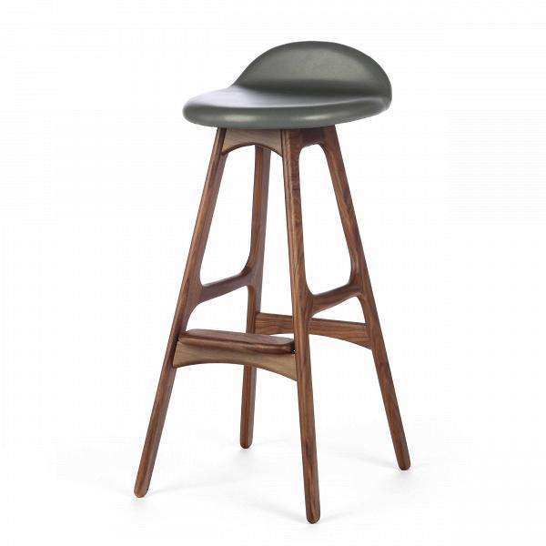 Барный стул Buch 2Полубарные<br>Мы говорим скандинавский модерн, подразумеваем целую плеяду дизайнеров-экспериментаторов, среди которых был и Эрик Бук. Мебель этого датчанина с 1957 года занимает прочные позиции в истории дизайна благодаря минималистичным обтекаемым формам, натуральным материалам — дереву, ткани и коже, практичности и функциональности.<br><br><br> Поклонников модного нынче экологичного образа жизни, да и просто любителей завтраков и ужинов на траве, наверняка привлечет знаменитый барный стул Buch 2. Он появи...<br><br>stock: 2<br>Высота: 75,5<br>Высота сиденья: 65<br>Ширина: 40<br>Глубина: 45<br>Цвет ножек: Орех<br>Материал ножек: Массив ореха<br>Цвет сидения: Темно-серый<br>Тип материала сидения: Кожа<br>Коллекция ткани: Harry Leather<br>Тип материала ножек: Дерево<br>Дизайнер: Erik Buch