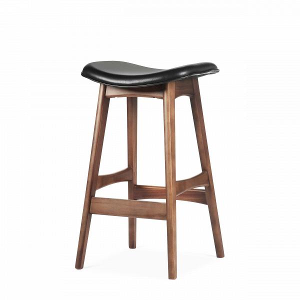 Барный стул Allegra высота 67Полубарные<br>Первоначально разработанный Йоханнесом Андерсеном вВ1961 году, барный стул Allegra высота 67 — простое, ноВшикарное дополнение кВлюбому дому или офису. СВсиденьем, находящимся наВуровне 76 сантиметров, этот стильный стул практичен иВсовременен.<br><br><br> Высококачественная рама барного стула Allegra высота 67 выполнена изВореха, аВсиденьеВ— изВмягкой кожи, которую кВтомуВже легко чистить. Сиденье шириной 40 сантиметров подстроено по...<br><br>stock: 1<br>Высота: 66,5<br>Ширина: 40<br>Глубина: 38,5<br>Цвет ножек: Орех<br>Материал ножек: Массив ореха<br>Цвет сидения: Черный<br>Тип материала сидения: Кожа<br>Коллекция ткани: Harry Leather<br>Тип материала ножек: Дерево