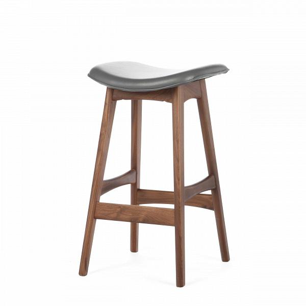 Барный стул Allegra высота 67Полубарные<br>Первоначально разработанный Йоханнесом Андерсеном вВ1961 году, барный стул Allegra высота 67 — простое, ноВшикарное дополнение кВлюбому дому или офису. СВсиденьем, находящимся наВуровне 76 сантиметров, этот стильный стул практичен иВсовременен.<br><br><br> Высококачественная рама барного стула Allegra высота 67 выполнена изВореха, аВсиденьеВ— изВмягкой кожи, которую кВтомуВже легко чистить. Сиденье шириной 40 сантиметров подстроено по...<br><br>stock: 6<br>Высота: 66,5<br>Ширина: 40<br>Глубина: 38,5<br>Цвет ножек: Орех<br>Материал ножек: Массив ореха<br>Цвет сидения: Темно-серый<br>Тип материала сидения: Кожа<br>Коллекция ткани: Harry Leather<br>Тип материала ножек: Дерево