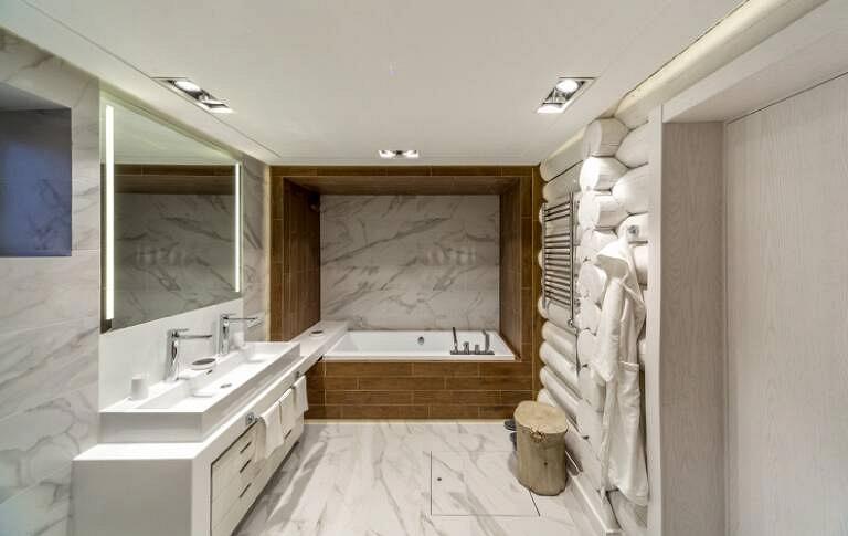 «Дачный ответ»: проект «Мраморная ванная в бревнах» при участии Cosmorelax