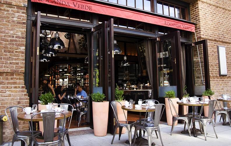Индустриальный бар Locanda Verde в Нью-Йорке
