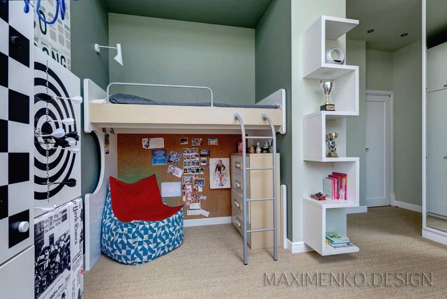 Эргономичный интерьер детской комнаты с настенными светильниками Cosmorelax