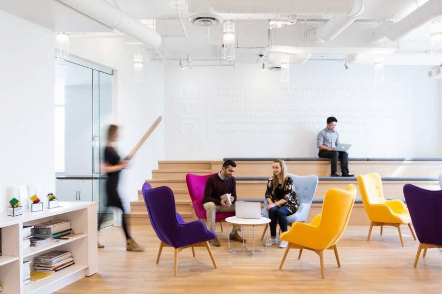 Проект яркого и функционального офиса в Ванкувере