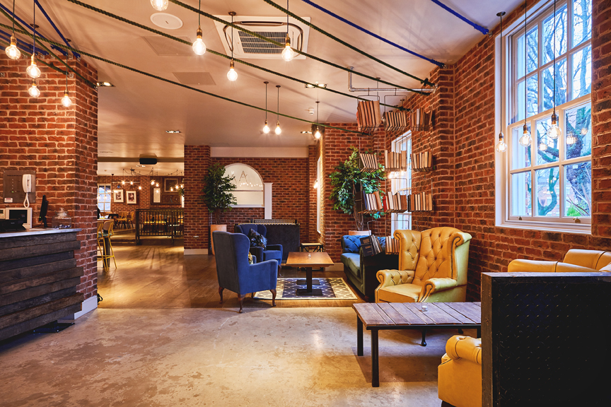 Ресторан Saint Paul's House: уют и индустриальный дизайн