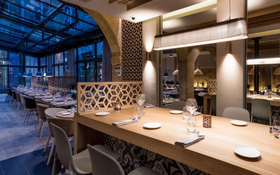 Этюд в серых тонах: проект ресторана во Франции
