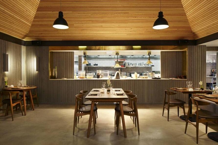 Ресторан с соломенной крышей