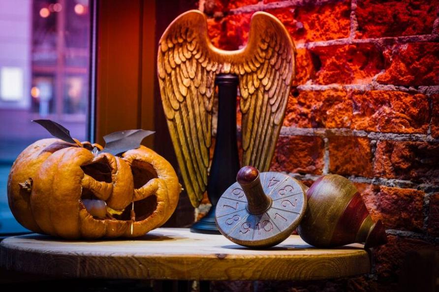 30 товаров, которые помогут украсить интерьер к Хеллоуину и пригодятся после него