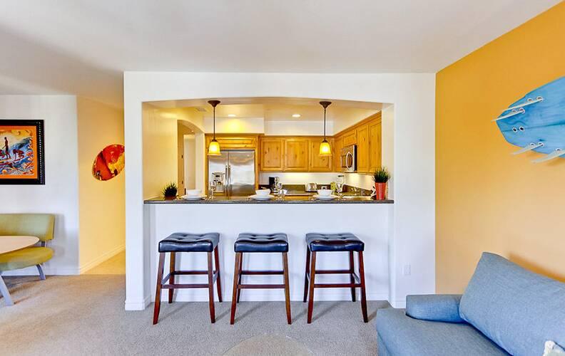 Как обустроить барную зону дома?