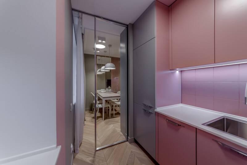 Кухня в розовых очках